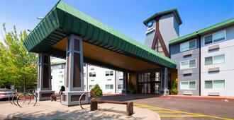 Best Western Inn at The Meadows - Portland - Building