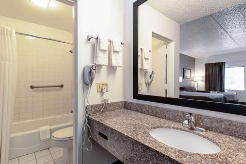 Econo Lodge - Vero Beach - Phòng tắm