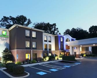 Holiday Inn Express Hotel & Suites West Chester - West Chester - Building