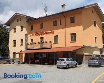 Hotel Mochettaz - Aosta - Gebouw