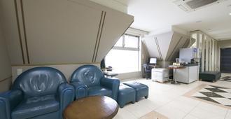 Ace Inn Matsumoto - Matsumoto - Living room