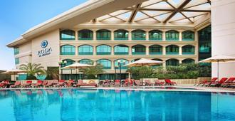 Mövenpick Grand Al Bustan Dubai - Dubai - Piscina