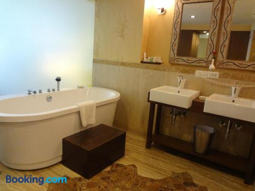 The Metropole Hotel - Ahmedabad - Phòng tắm