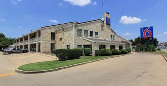 Motel 6 Austin Central - South/Univ. of TX - Остин - Здание