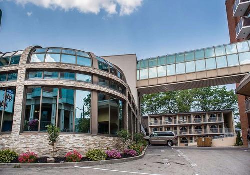 Quality Hotel Fallsview Cascade C 71 C 1 7 4 Niagara Falls