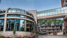 Quality Hotel Fallsview Cascade - Niagara Falls - Edificio