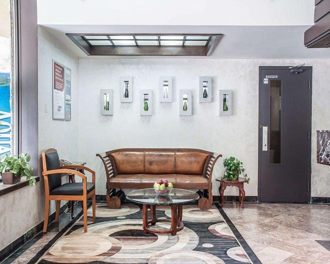 Quality Hotel Fallsview Cascade - Niagara Falls - Lobby