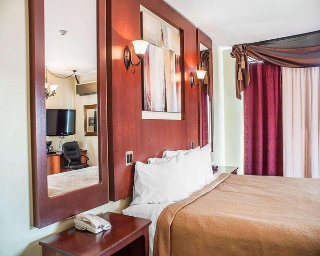Quality Hotel Fallsview Cascade - Niagara Falls - Bedroom