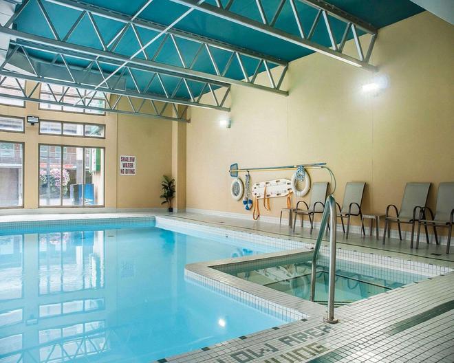 Quality Hotel Fallsview Cascade - Niagara Falls - Pool