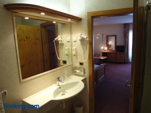 Hotel Zum Wolf - Castelrotto - Bathroom