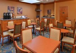 Econo Lodge Inn & Suites University - Calgary - Ravintola