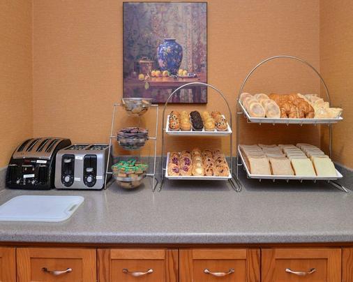 Econo Lodge Inn & Suites University - Calgary - Buffet