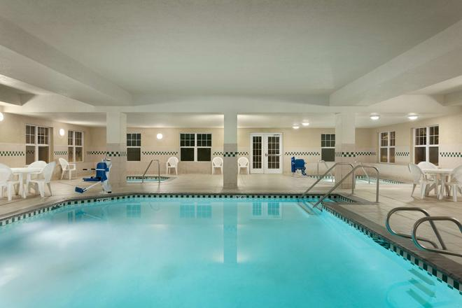 Country Inn & Suites by Radisson, Boise West, ID - Meridian - Pool