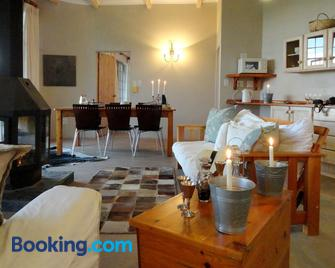 Amohela ho Spitskop Country Retreat & Conservancy - Ficksburg - Living room