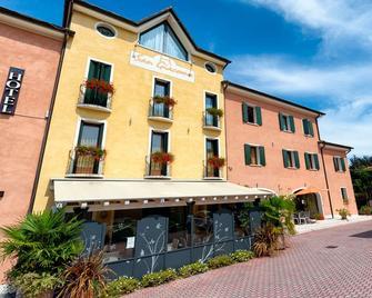 Hotel San Giacomo Sport & Relax - Paderno del Grappa - Building
