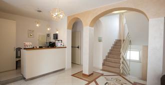 Hotel Villa Anthea - Garda - Toà nhà