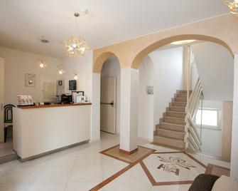 Hotel Villa Anthea - Garda - Vastaanotto