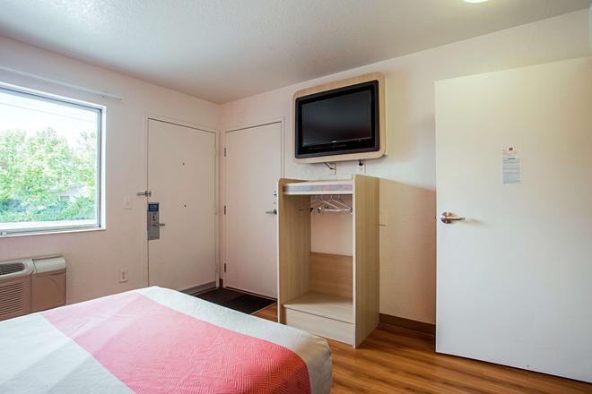 Motel 6 Prescott - Prescott - Phòng ngủ