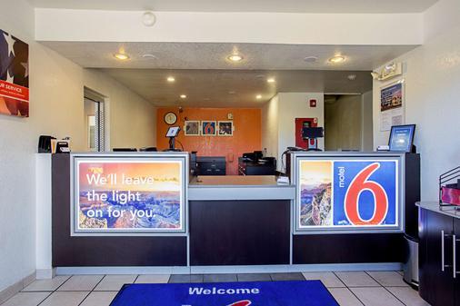 Motel 6 Prescott - Prescott - Front desk
