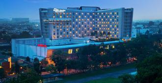 Santika Premiere Dyandra Hotel & Convention - Medan - Medan - Building