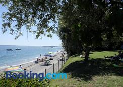 Camping Villaggio San Giorgio Vacanze - Манерба-дель-Гарда - Пляж