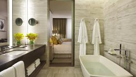 Four Seasons Hotel Toronto - Toronto - Bathroom