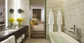 Four Seasons Hotel Toronto - טורונטו - חדר רחצה