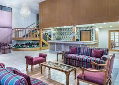 Days Inn & Suites by Wyndham Logan - Logan - Lobby