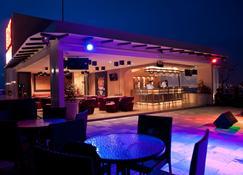 Biz Hotel Batam - Lubuk Baja - Restaurante