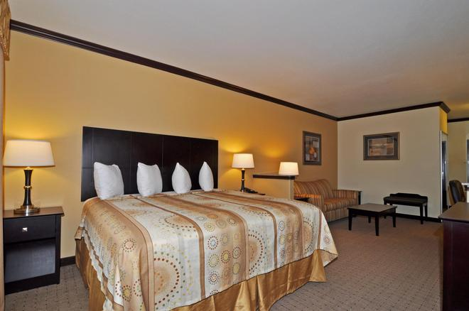 Best Western Plus Royal Mountain Inn & Suites - Athens - Bedroom