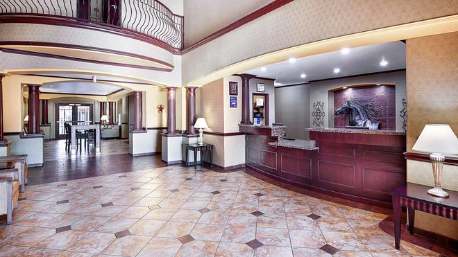 Best Western Plus Royal Mountain Inn & Suites - Athens - Lobby