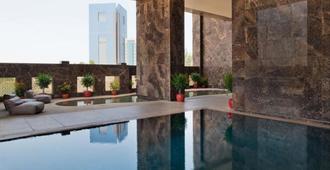 Rabban Suites West Bay Doha - Doha - Piscina