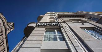 Jump Inn Hotel Belgrade - Belgrado - Edificio