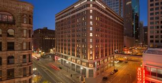 Embassy Suites By Hilton Minneapolis Downtown Hotel - Minneapolis - Edificio