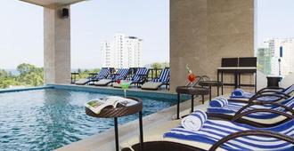 龍竹黃金酒店 - 芽莊 - 芽莊 - 游泳池