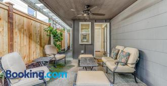 Fremont Oasis - Two Bedroom Home With Fireplace - Seattle - Sala de estar