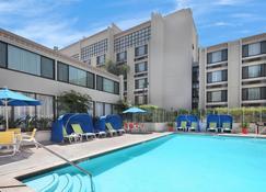 Holiday Inn Hotel & Suites Anaheim - Anaheim - Pool