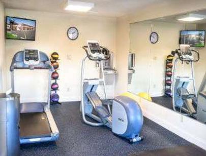 Days Inn by Wyndham Champaign/Urbana - Champaign - Gym