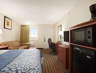 Days Inn by Wyndham Champaign/Urbana - Champaign - Phòng ngủ