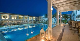 Zante Park Hotel, Bw Premier Collection - לגנאס - פטיו