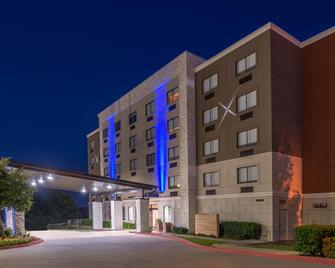 Holiday Inn Express Hotel & Suites Mesquite - Месквіт - Building