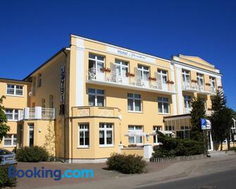 Hotel Poseidon - Kuehlungsborn - Building