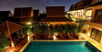 Ploykhumthong Boutique Resort - Бангкок - Бассейн