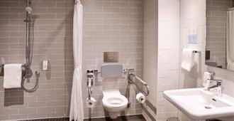 Holiday Inn Express Munich - Olympiapark, An IHG Hotel - Munich - Bathroom