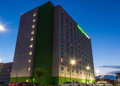 Holiday Inn Express Saltillo Zona Aeropuerto - Saltillo - Building