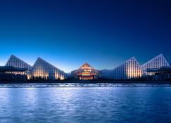 Intercontinental Hotels Lhasa Paradise - Lhasa - Outdoor view