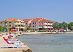 Hotel Laguna - Привлака