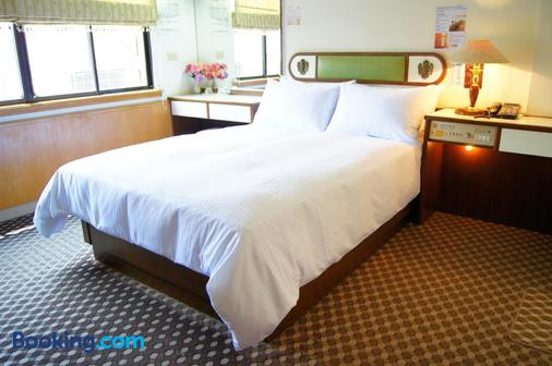 Famous Hotel - Tainan - Bedroom