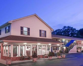 Knights Inn North Attleboro - North Attleboro - Building