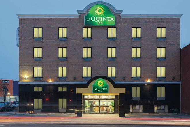 La Quinta Inn Queens (New York City) - Κουίνς - Κτίριο